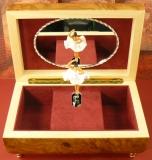 BÖHME Spieluhr Holzschatulle 84450S - Intarsien-Deckel mit Ballerina Schwanensee