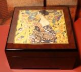BÖHME Spieluhr Holzschatulle KL 893221 - Klimt - Frau mit Fächer