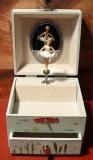 Trousselier Spieluhr Würfel S20598 - Ninon grün - mit Ballerina