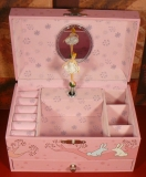 Trousselier Spieluhr XL mit Schublade S60600B - Mädchen auf Baum rosa