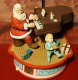 ENESCO Spieluhr Piano Playing Santa
